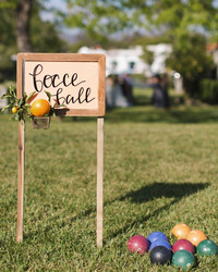 8 Great Ways to Keep Guests Busy During Your Wedding Photos