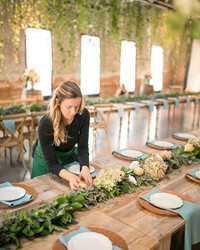 How to Hire Your Wedding Florist
