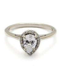 Pear-Cut Diamond Engagement Rings