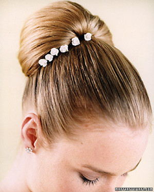 Wedding hairstyles martha stewart weddings wedding hairstyles junglespirit Image collections