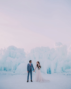 34 Snowy Wedding Photos That Will Make You Want to Get Married This Winter