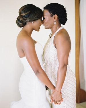 26 Mother-of-the-Bride Hairstyles That'll Make Her Feel Special
