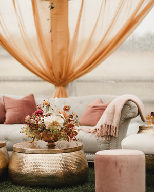 32 Wedding Lounge Ideas Your Guests Can Cozy Up To