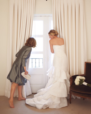 16 Loving Ways to Include Your Mother at the Wedding