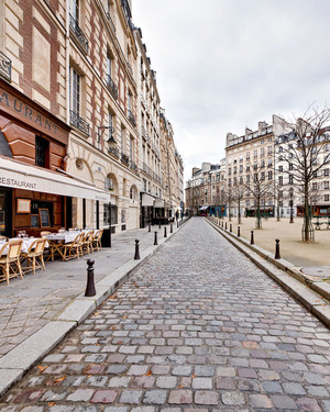 The Honeymooner's Guide to Paris