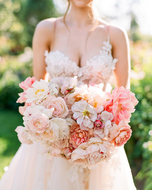 25 Ultra-Romantic Peony Wedding Bouquets