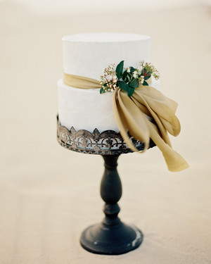 20 Beautiful Wedding Cakes Decorated with Bows