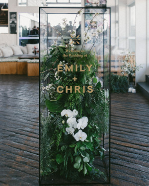 21 Vinyl Ideas That'll Make Designing Your Wedding Easy