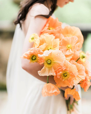 21 Fun and Bright Poppy Wedding Bouquets