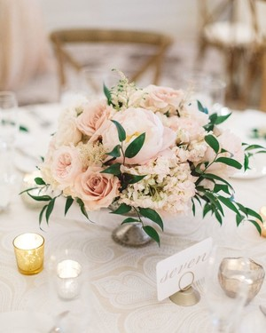 32 classic wedding centerpieces we love martha stewart weddings rh marthastewartweddings com tall wedding centerpieces pink flowers wedding centerpieces pink