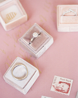 The Prettiest Round-Cut Diamond Engagement Rings
