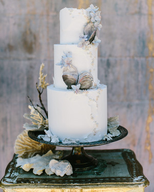 Beach Wedding Cakes That Are Perfect for Your Seaside Dessert Table