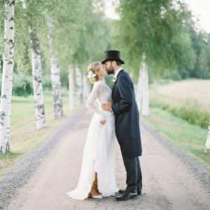laura alexander wedding couple on dirt road