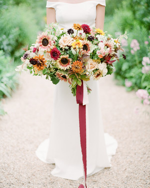 20 Sunflower Bouquets That Will Brighten Up Your Wedding Day