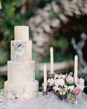 Trending Now: Hand-Painted Wedding Cakes