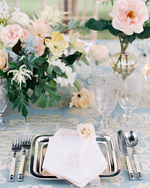 24 Metallic Wedding Ideas That Will Add a Little Shine to Your Big Day