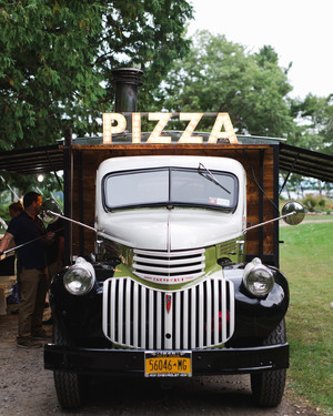 26 Delicious Wedding Ideas for Couples Crazy About Pizza