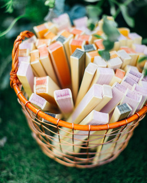 23 Seasonal Summer Wedding Favors