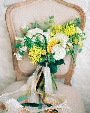 20 Yellow Wedding Bouquets to Brighten Up Your Big Day