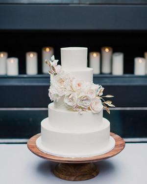Cake bride shows us