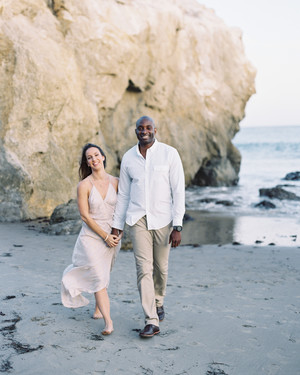 16 Photographer-Approved Tips for Taking the Most Beautiful Outdoor Engagement Photos