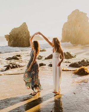 20 Summer Engagement Photo Ideas That Highlight the Season