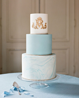 Our Favorite Monogrammed Wedding Cakes