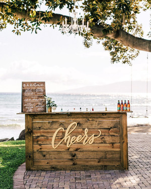 Wedding Bar Signs to Elevate Your Cocktail Hour