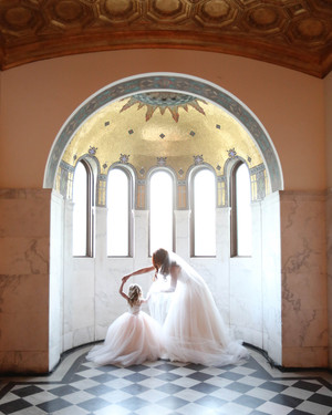 55 Heartwarming Mother-Daughter Wedding Photos