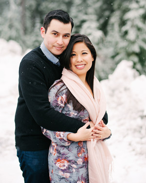 25 Snowy Engagement Photos to Inspire Your Own
