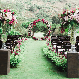 ceremony aisle with circular backdrop