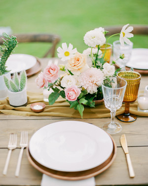 30 Rose Centerpieces That Will Upgrade Your Reception Tables