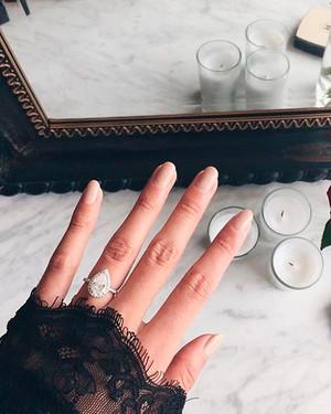 15 Incredible Engagement-Ring Selfies