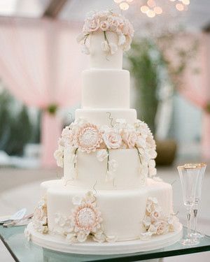 Vintage wedding cake with cupcakes on the side