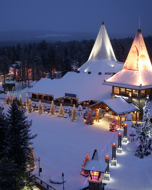Great Destinations for a Christmastime Wedding