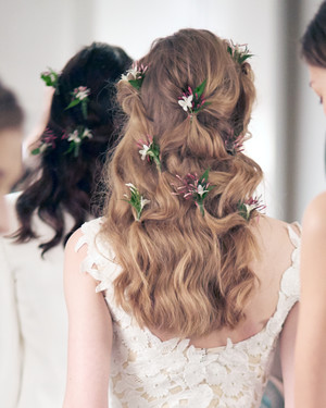 55 simple wedding hairstyles that prove less is more martha 5 wedding hairstyle ideas from the spring 2016 bridal shows that play with texture junglespirit Image collections