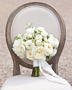 30 Monochromatic Wedding Bouquets