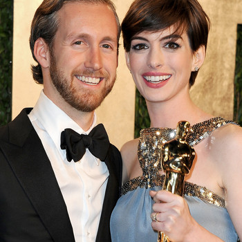 """Anne Hathaway Jokes That She Only Married Adam Shulman Because She """"Couldn't Get Emily"""" Blunt"""
