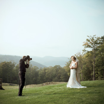 How Many Different Wedding Vendors Should You Actually Meet?