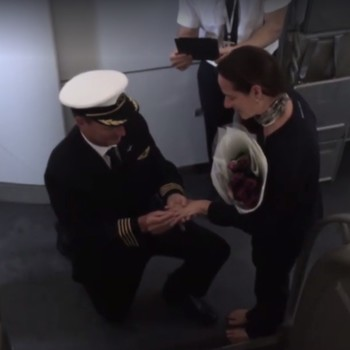 Pilot Proposes to Girlfriend on Flight