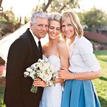 Everything You Need to Know About Asking Your Parents to Be in the Wedding Party