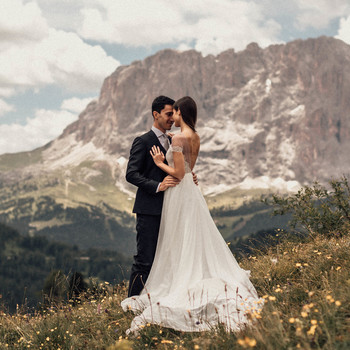 natalie paul wedding couple in field with mountains