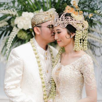 wedding bride groom pose in wedding attire