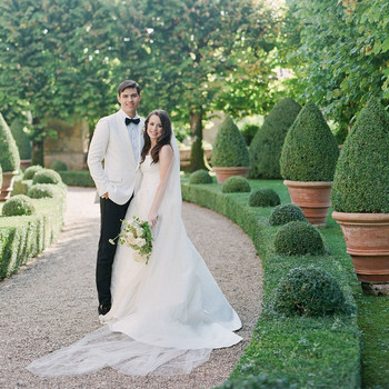bride and groom smiling in italian garden