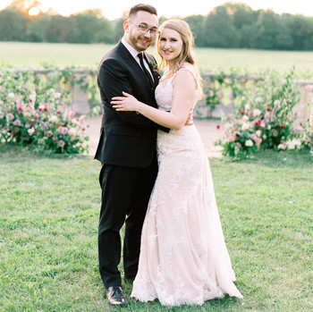 A Mauve-and-Berry Wedding in the Rolling Hills of Bealeton, Virginia