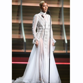 Beyoncé Wears a Wedding Dress to the Grammys Like It's NBD