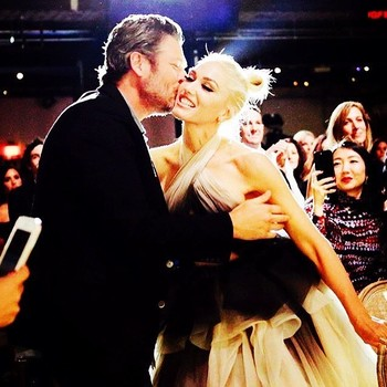 Blake Shelton Kissing Gwen Stefani