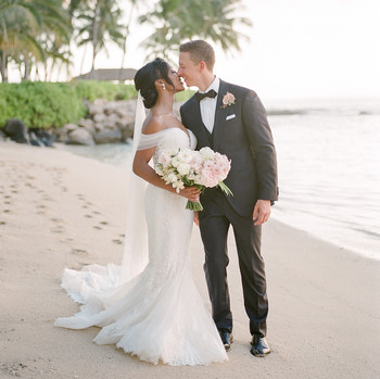 vanessa nathan wedding couple kissing on the beach