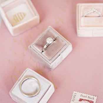 yiran yexiang wedding rings and boxes