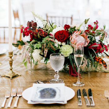 How to Determine How Big Your Wedding Centerpieces Should Be